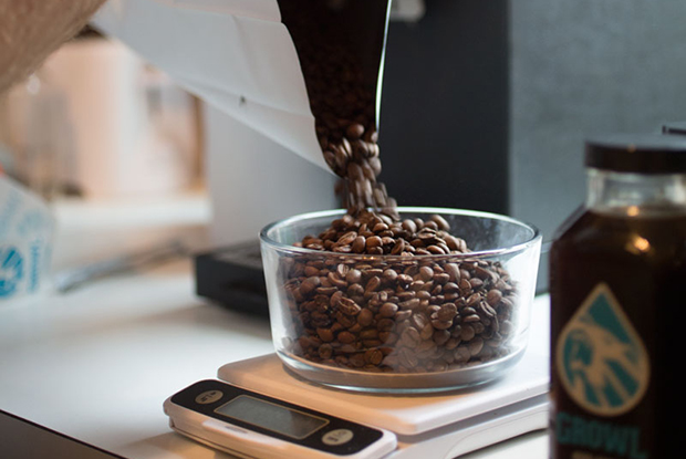 Pouring_beans
